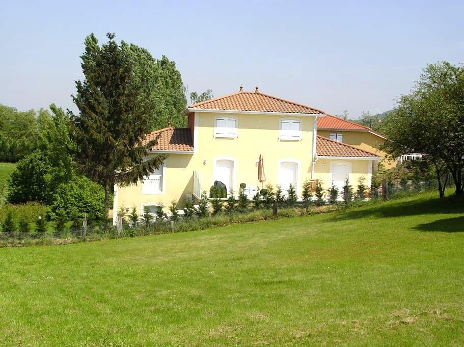 Chambre dans maison indépendante - Dardilly - Huis