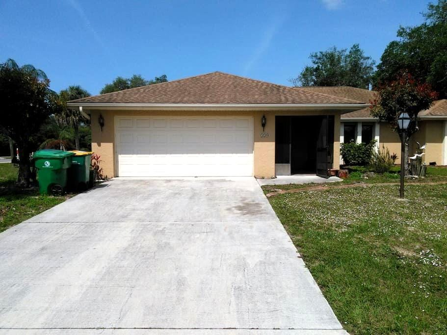 Private Room w/Amenities - Port Charlotte