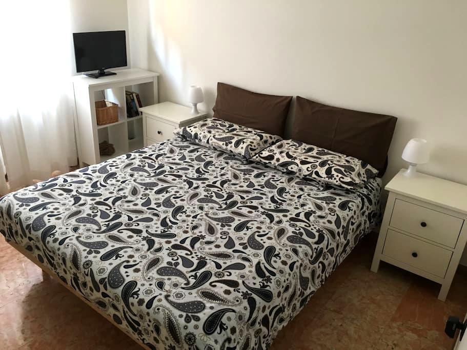 STANZA MATRIMONIALE - 5 MINUTI DAL CENTRO VERONA - Verona - Bed & Breakfast