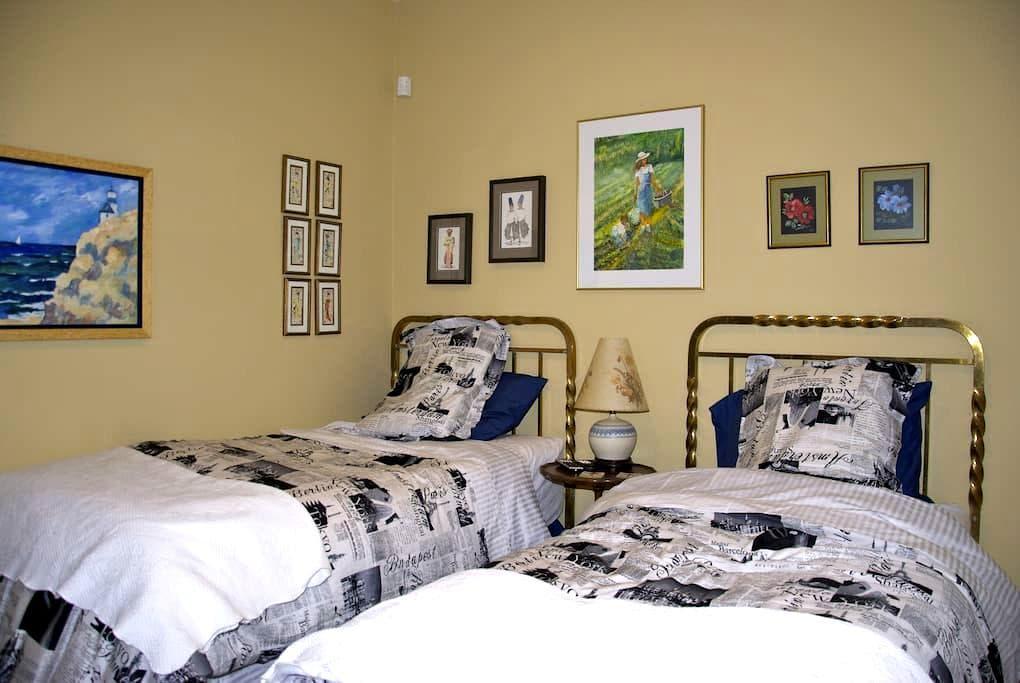 Great Location! Bedroom One - Kingston - Bed & Breakfast