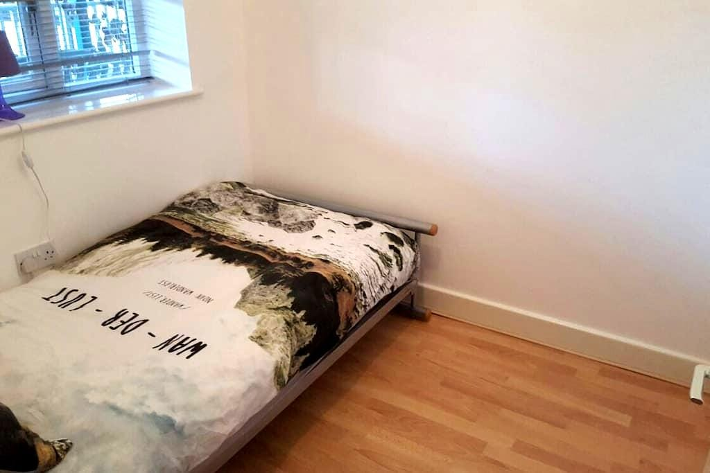 Cosy Single Bed. in Headington Shops - Oxford - Lägenhet