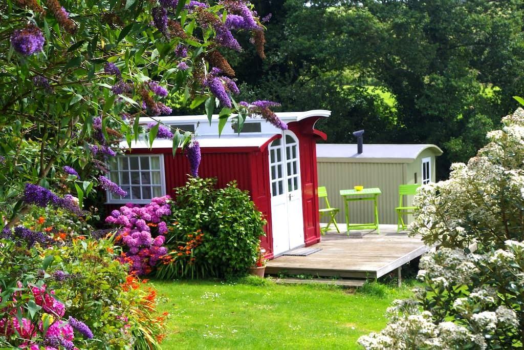 Archer Farm Wagon - Port Isaac - Hut