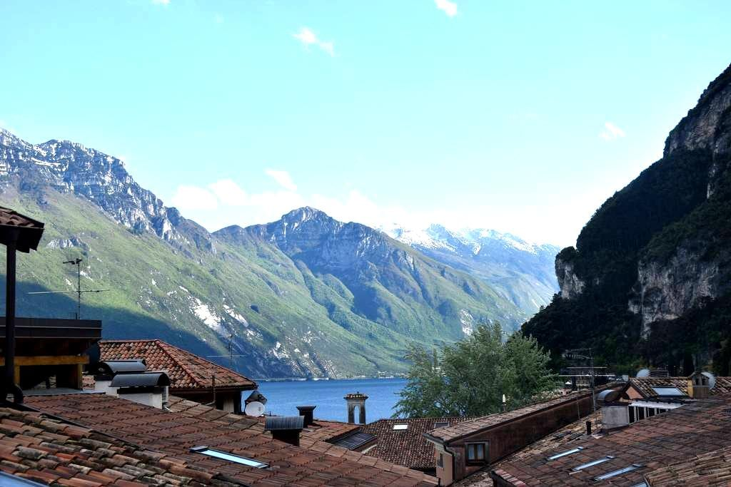 Lake Panorama and Private Courtyard - Riva del Garda - Leilighet