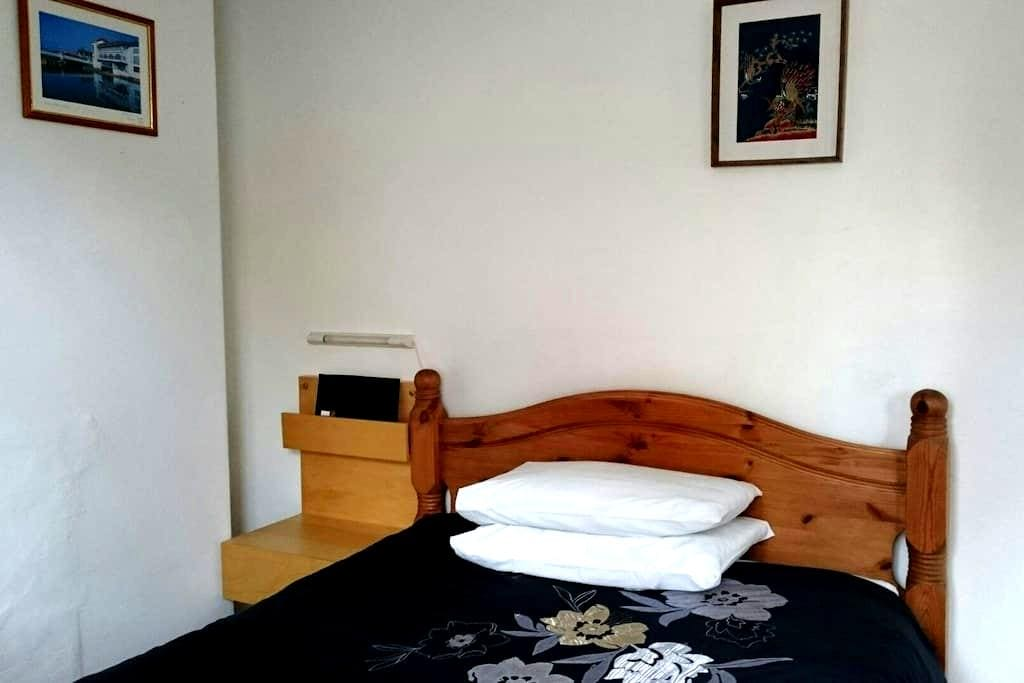 Double room with shared shower - Taunton