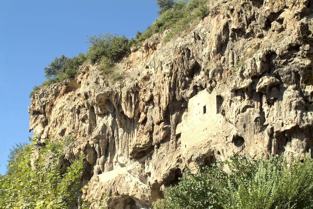 maison troglodyte dans la falaise de tuff - Cotignac - Grotta