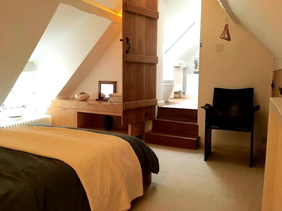 Beautiful Loft Room with Ensuite: Central Location - Frome