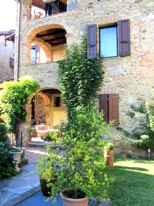 "B & B in typical ""casa Ticinese"" - Lugano - Bed & Breakfast"