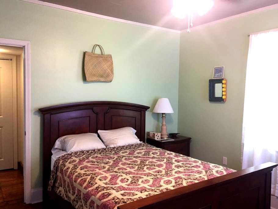 Private room and bath in New Orleans - Nueva Orleans - Casa