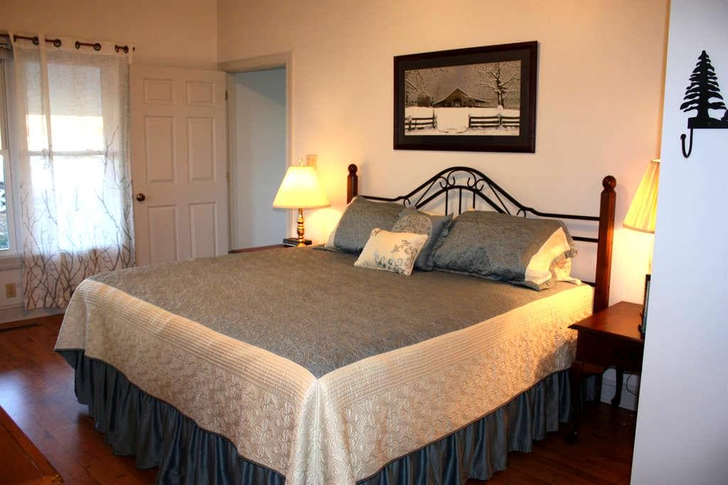 Private Room on the BR Parkway - Sparta - Casa