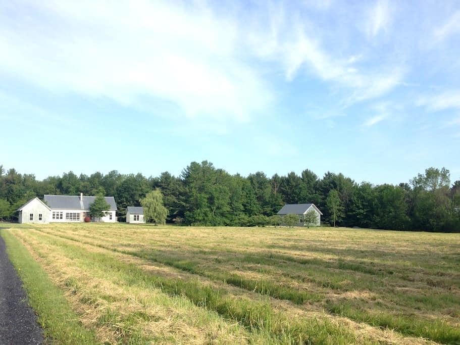 Contemporary Farmhouse Guest House - Ferrisburgh - Rumah