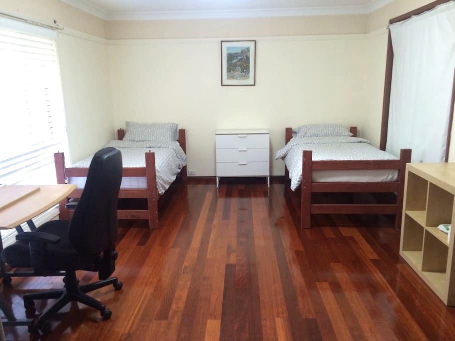 Nice room @ lovely home - Gordon