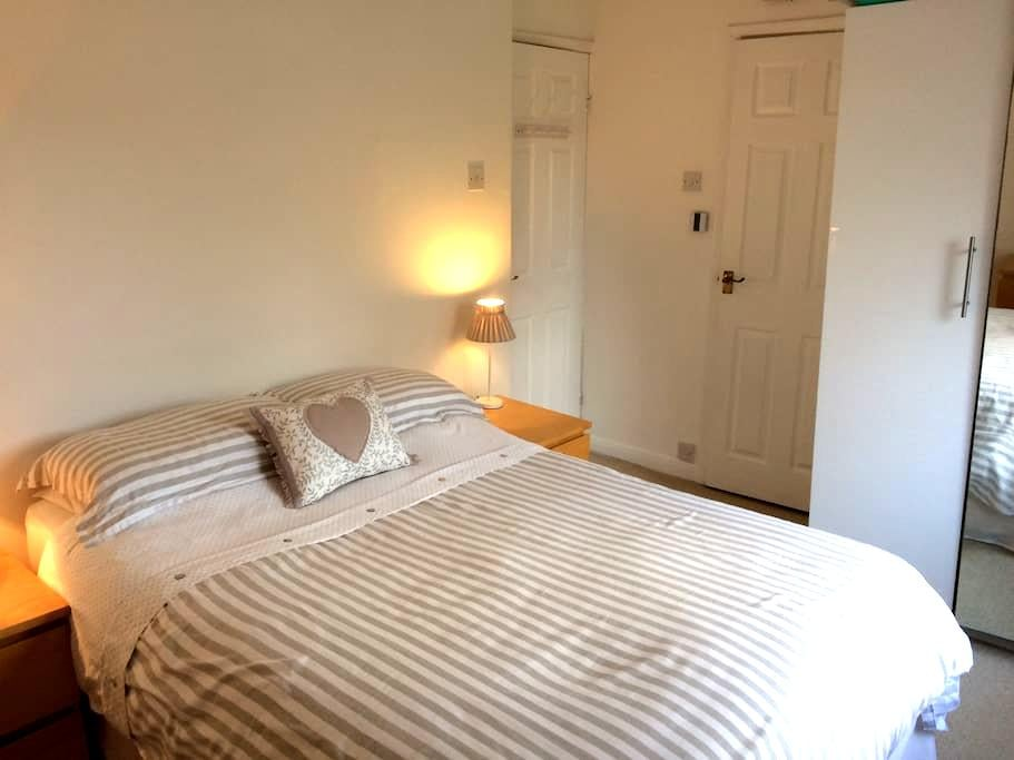 Private, double room/ensuite wet room,near York - Upper Poppleton - Hus