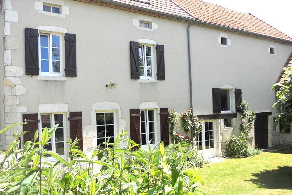 Beautiful cottage in Auvergne - Ébreuil - Huis