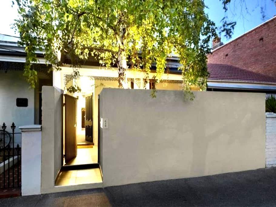 Beautifully designed terrace house - Sør Melbourne - Hus