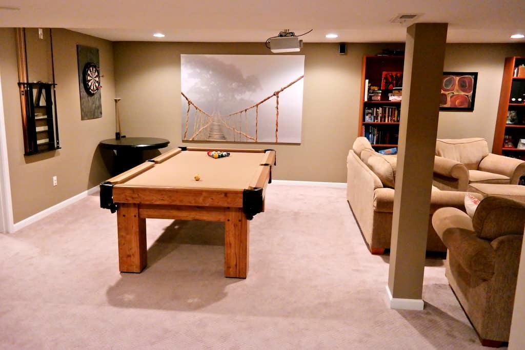 Whole Floor to Yourself-Huge Beautiful Basement! - Fairborn - Casa
