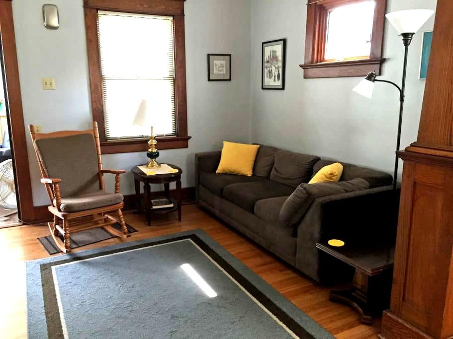 Craftsman Bungalow with Home Office - Fort Wayne - Casa