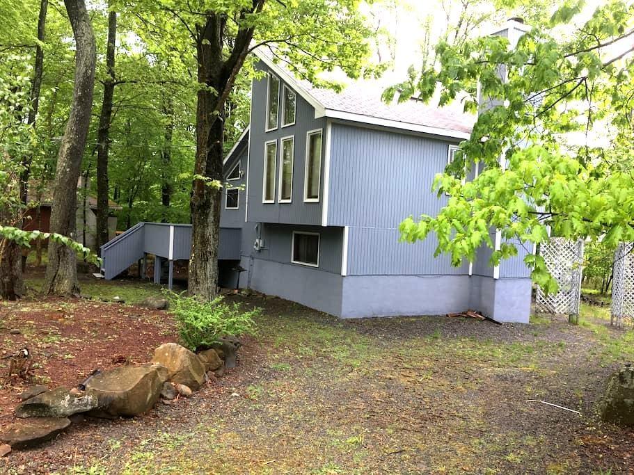 Lakefront Contemporary Poconos House - Tobyhanna - Casa