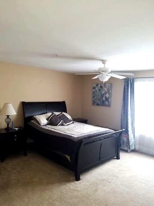 Condo Suite, Pool,Gym,Free Netflix - Longwood - Vila