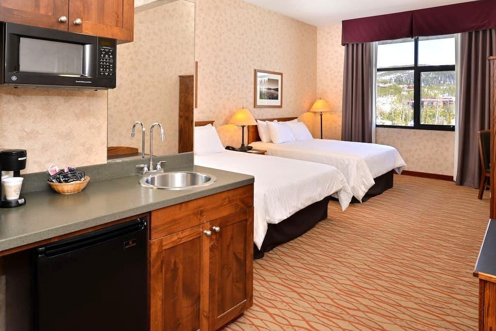Lodge at Big Sky Valley View Room - Big Sky - Bed & Breakfast