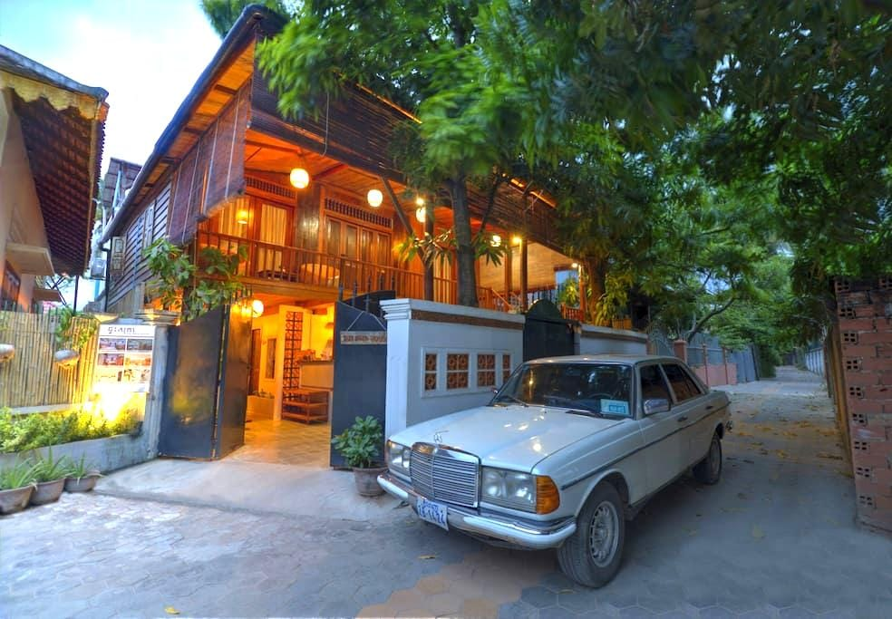 Khmer Wooden House+ Airport Pick up - Krong Siem Reap - Huis