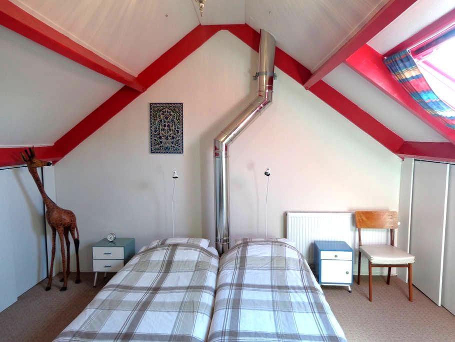 Ruime lichte kamer in de Ooijpolder - Leuth - Bed & Breakfast