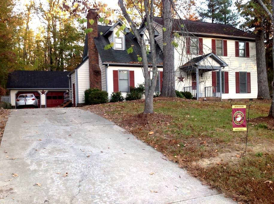 Cozy quiet 4 min to Greensboro/High Pt. (1) - Jamestown - Huis