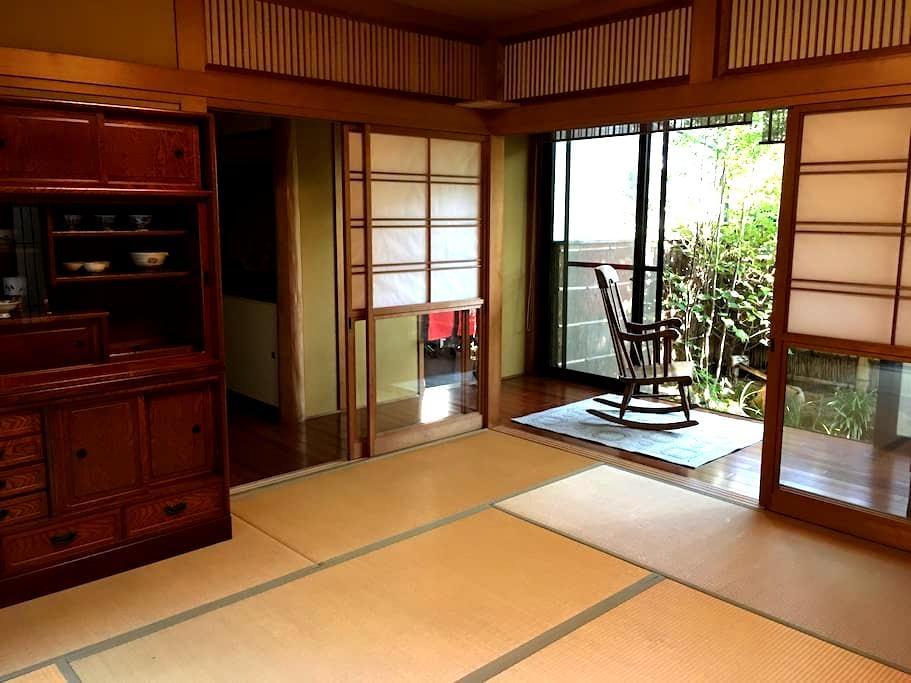 日本の和室と、洋風のリビングの家 - 熊本市中央区 - Casa