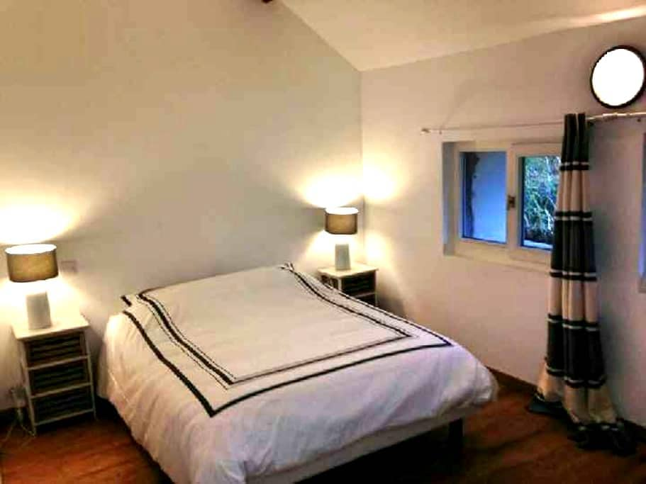 Chambre familiale - Janvry - Bed & Breakfast