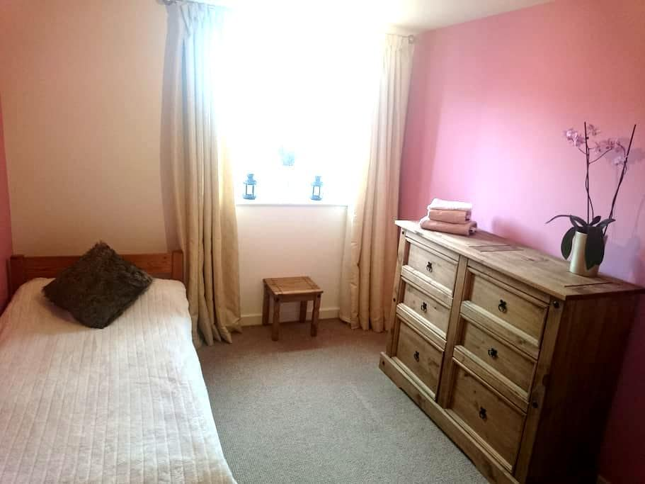 A light, clean spacious single room - Coventry - Apartment