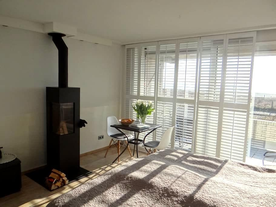Private Apartment with FULL Sea View + Breakfast - IJmuiden