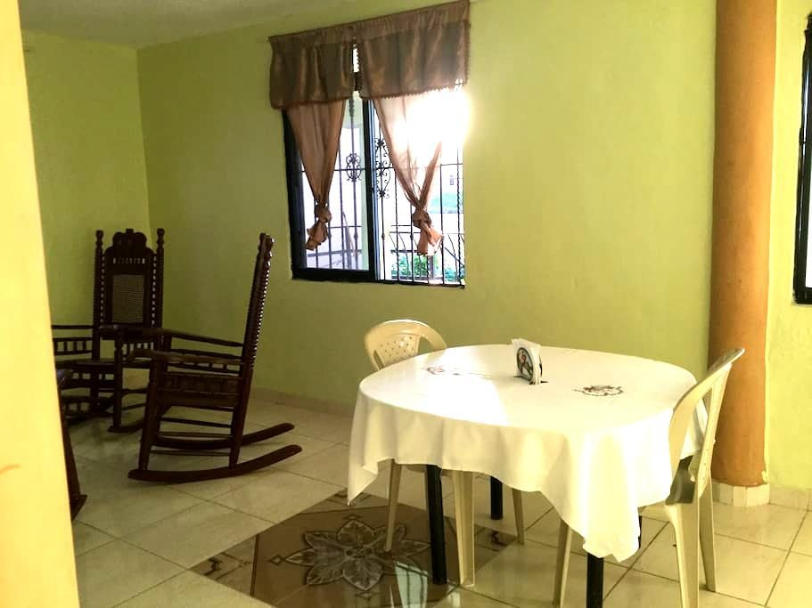 Room 3 Modern, Clean, Cozy Close to down-town - Barahona - Appartement