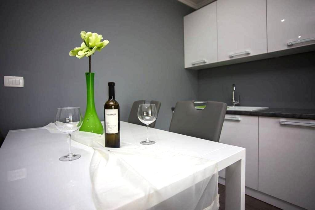 New Apartment 100m from beach & 7min from airport - Kaštel Gomilica