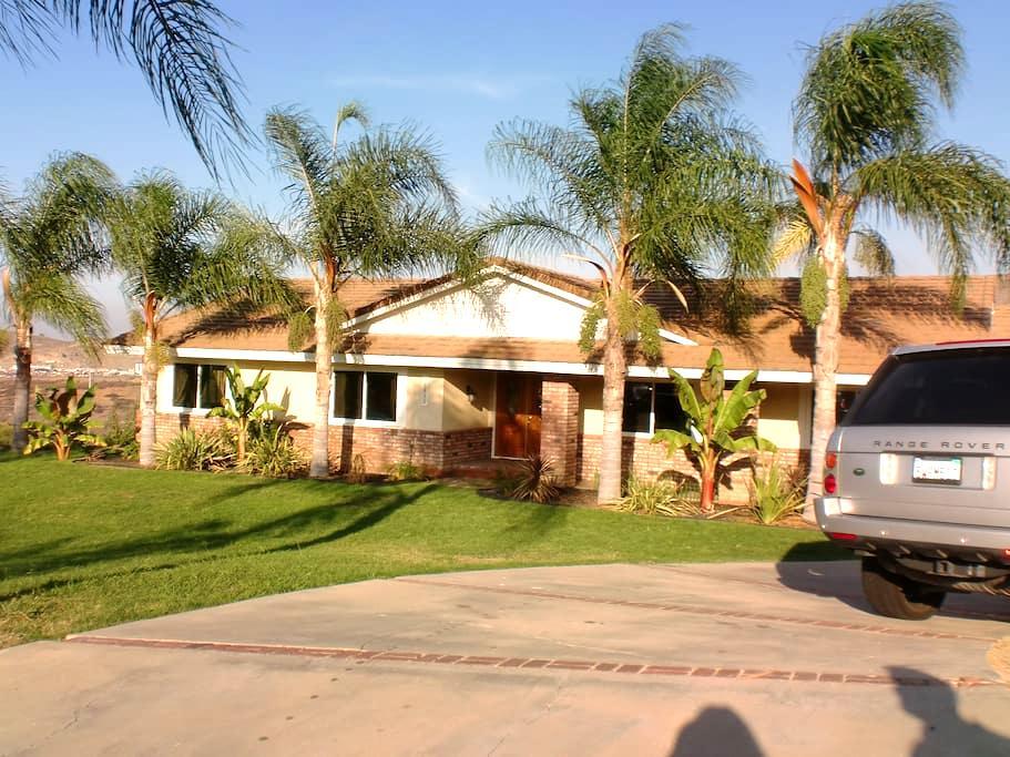 Corona Gettaway - Corona - Huis
