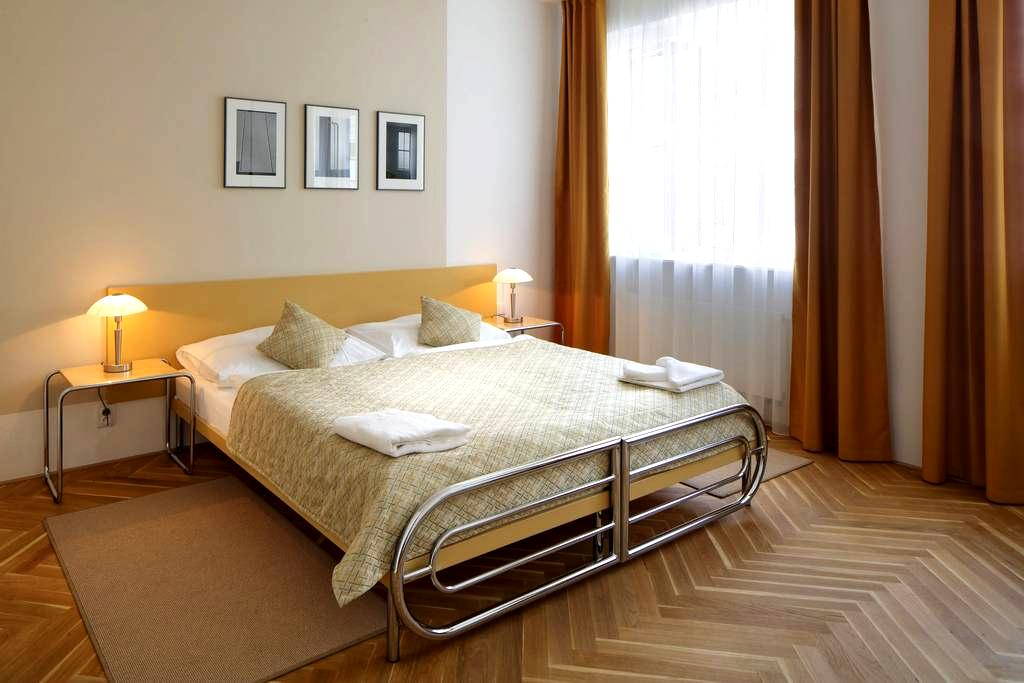 Double with breakfast, swimming pool & gym - Prague - Bed & Breakfast