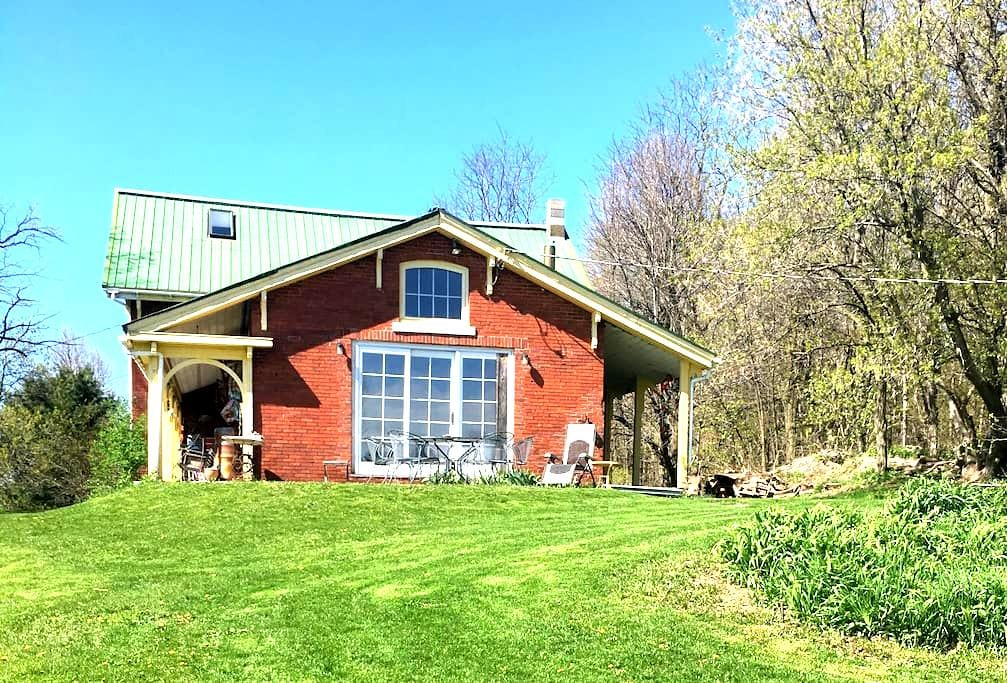 Historic Home in Vergennes - Vergennes - House
