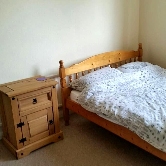Double room in quiet area on outskirts of Brighton - Saltdean - Hus