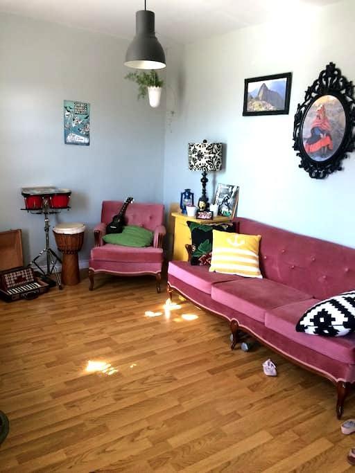 Beau Logement 41/2 pour couple, famille ou amis - Saint-Boniface - Apartamento