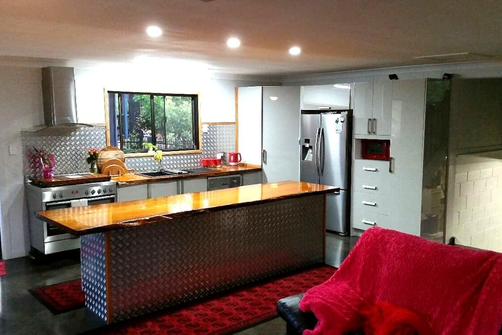 Beautiful One Day Perfect The Next, Relax Enjoy. - Yeppoon - House