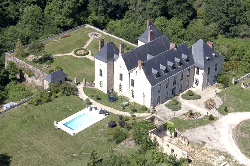 Beautiful restored private castle - Ménigoute - Linna