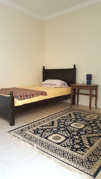 Affordable cozy standalone single bedroom en-suite - Doha - Villa