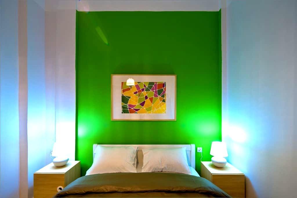 Spring-Themed COLORS studio - Thessaloniki - Bed & Breakfast