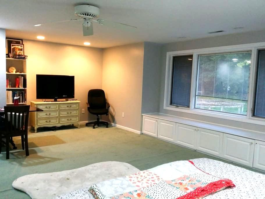Airy and spacious room near Yale - West Haven - Casa