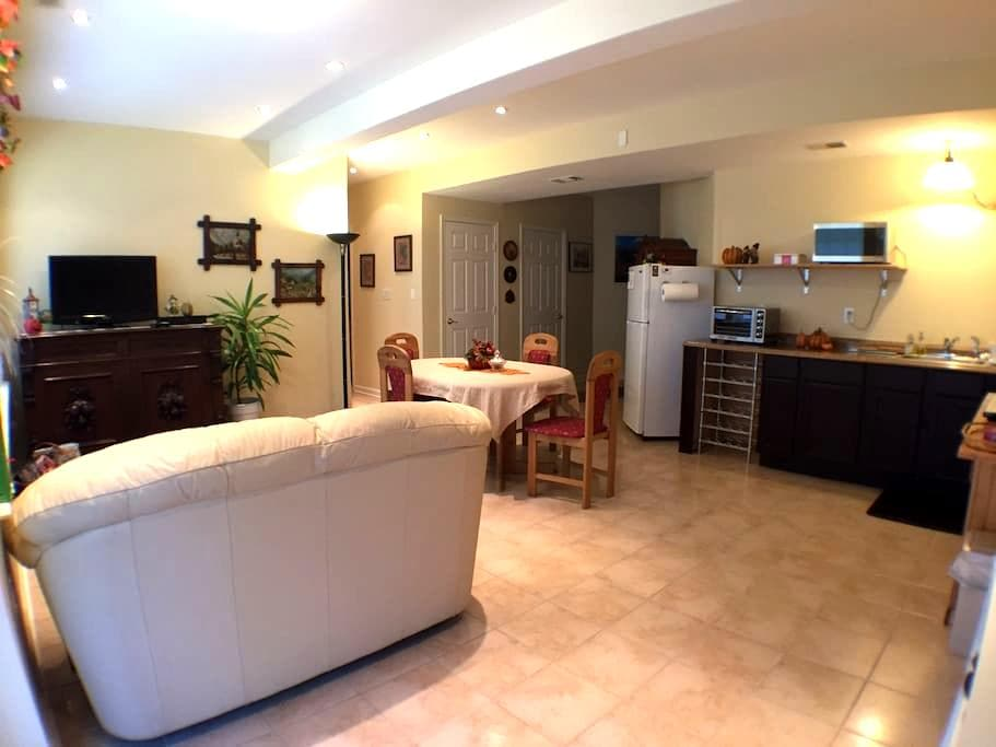 Modern Furnished Apartment 1-2 Bdrm - Woodbridge - Daire