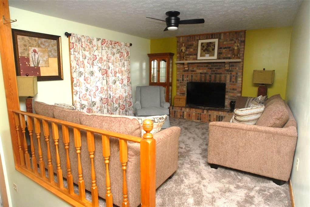 GRAMMY'S SPECIAL PLACE UPSTAIRS - Beckley - Apartamento