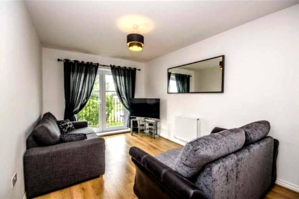 Modern two bed apartment nr Chester - Penyffordd