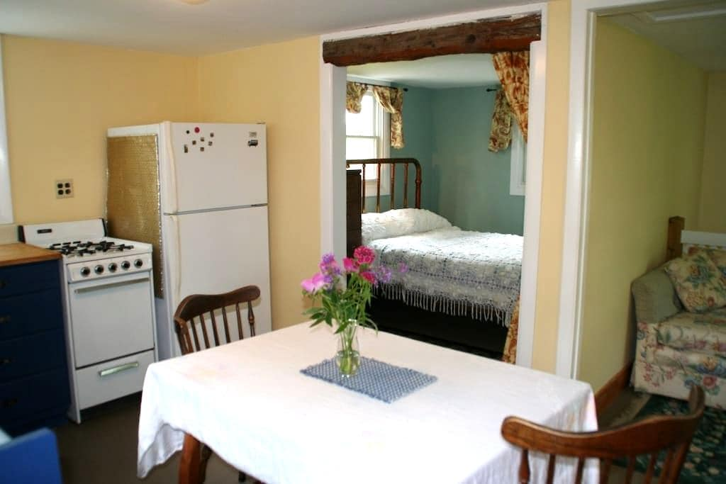 Rural Getaway - Vergennes - Apartment