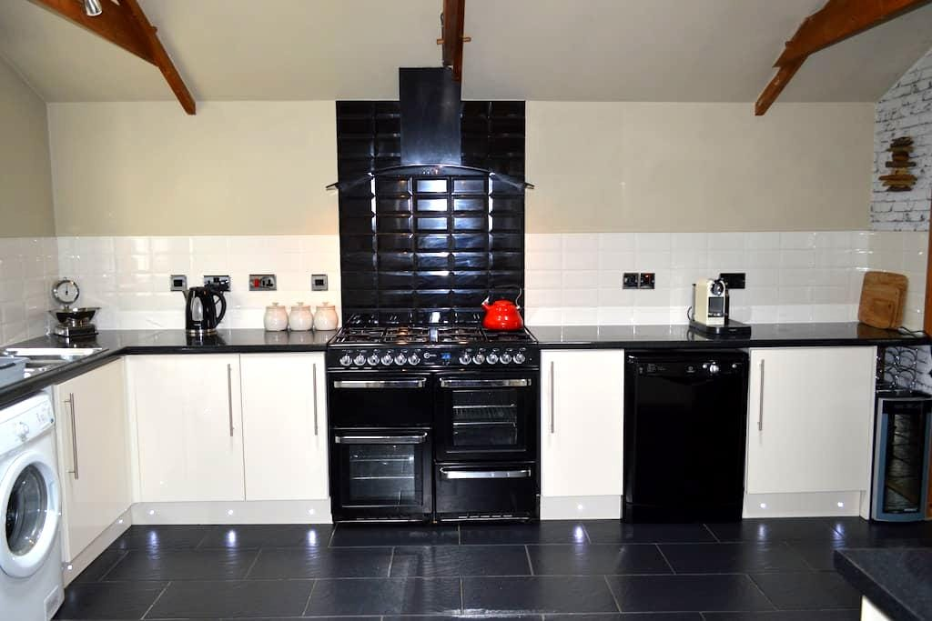 Luxury 5 Bedroom house with hot tub - Narberth