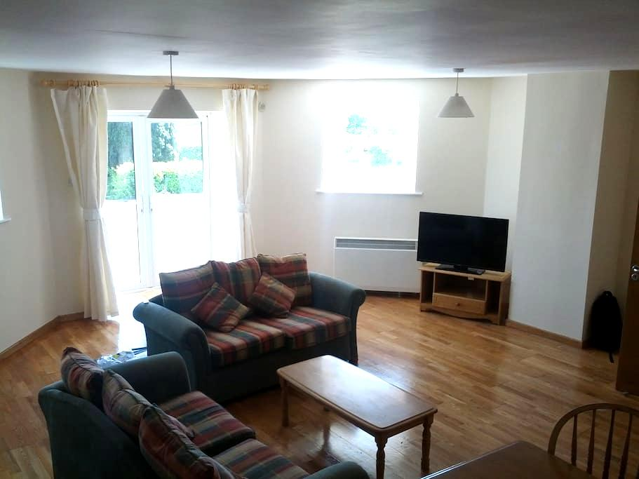 2 Bedroom Ground Floor Apartment - Carrick-On-Shannon - Διαμέρισμα