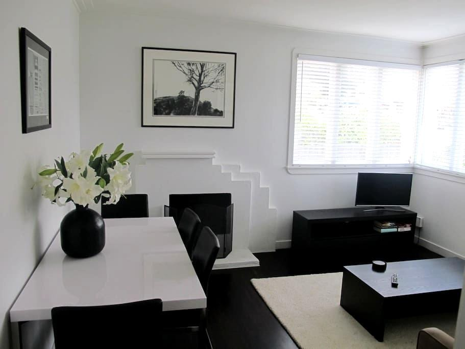Luxury art deco. Relax near Cafes, Bus and Beach. - Auckland - Leilighet
