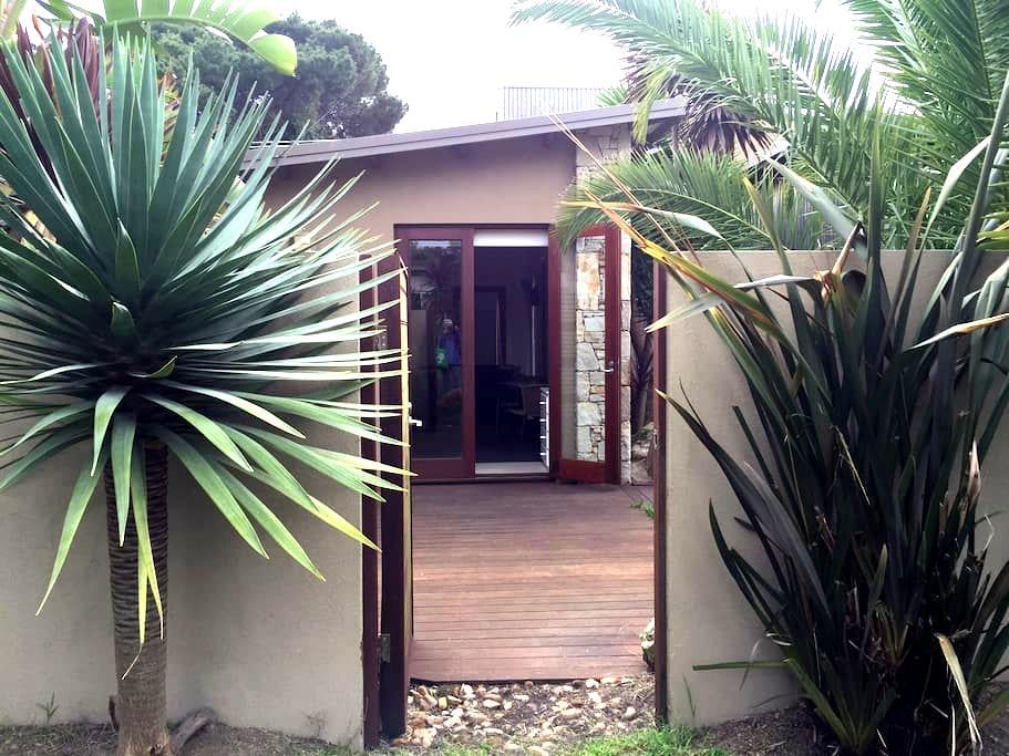 10 Kirra Modern Private Bungalow. Beach location. - Phillip Island - Bungalow